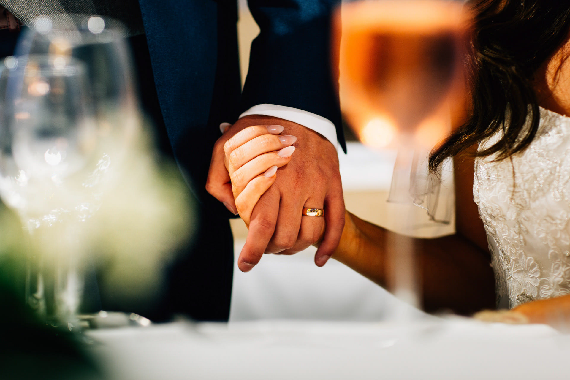 Best wedding photography 2016 - holding hands close up