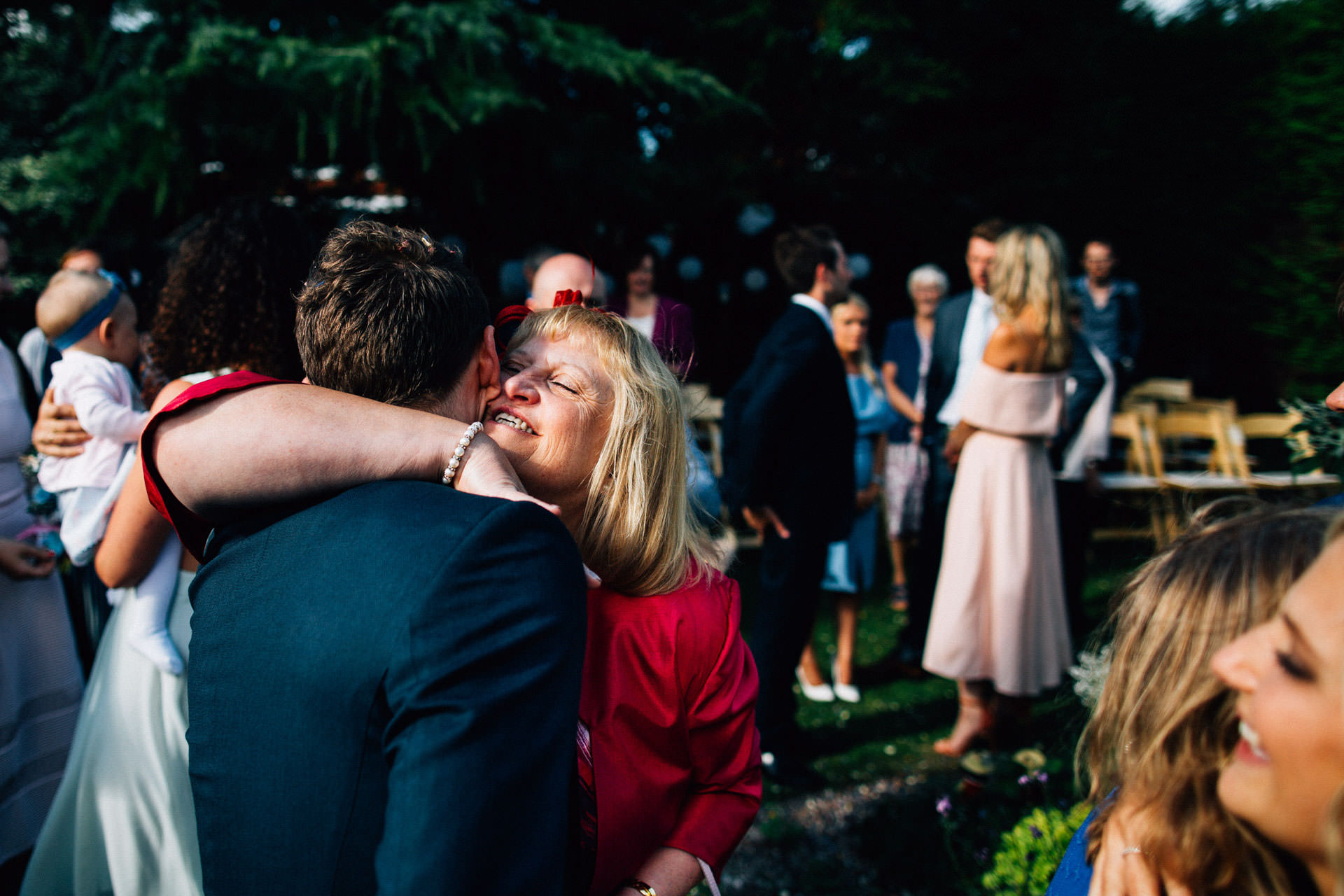 Best wedding photography 2016 - hugging guests