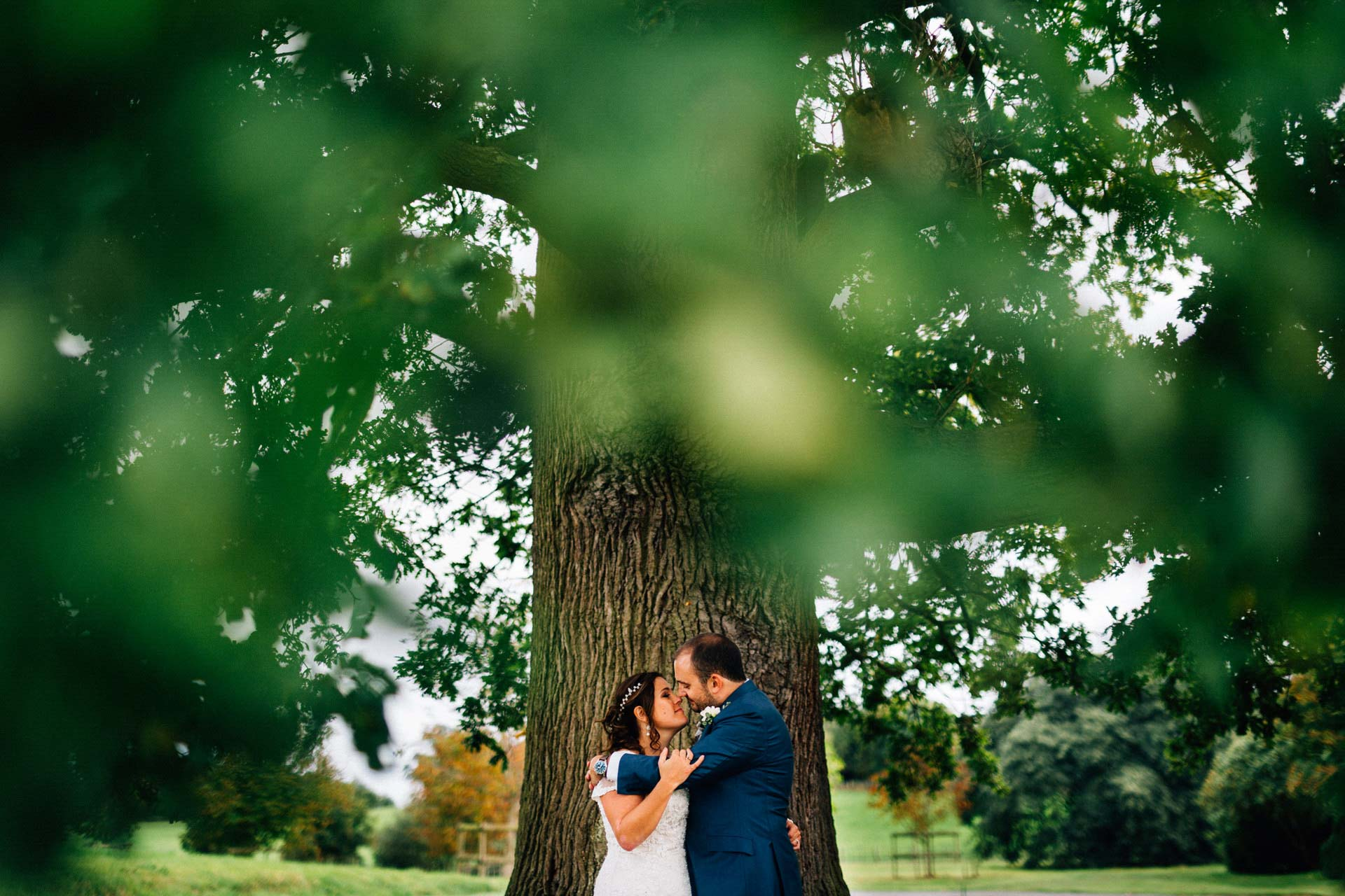 Best wedding photography 2016 - bride and groom under a big oak tree