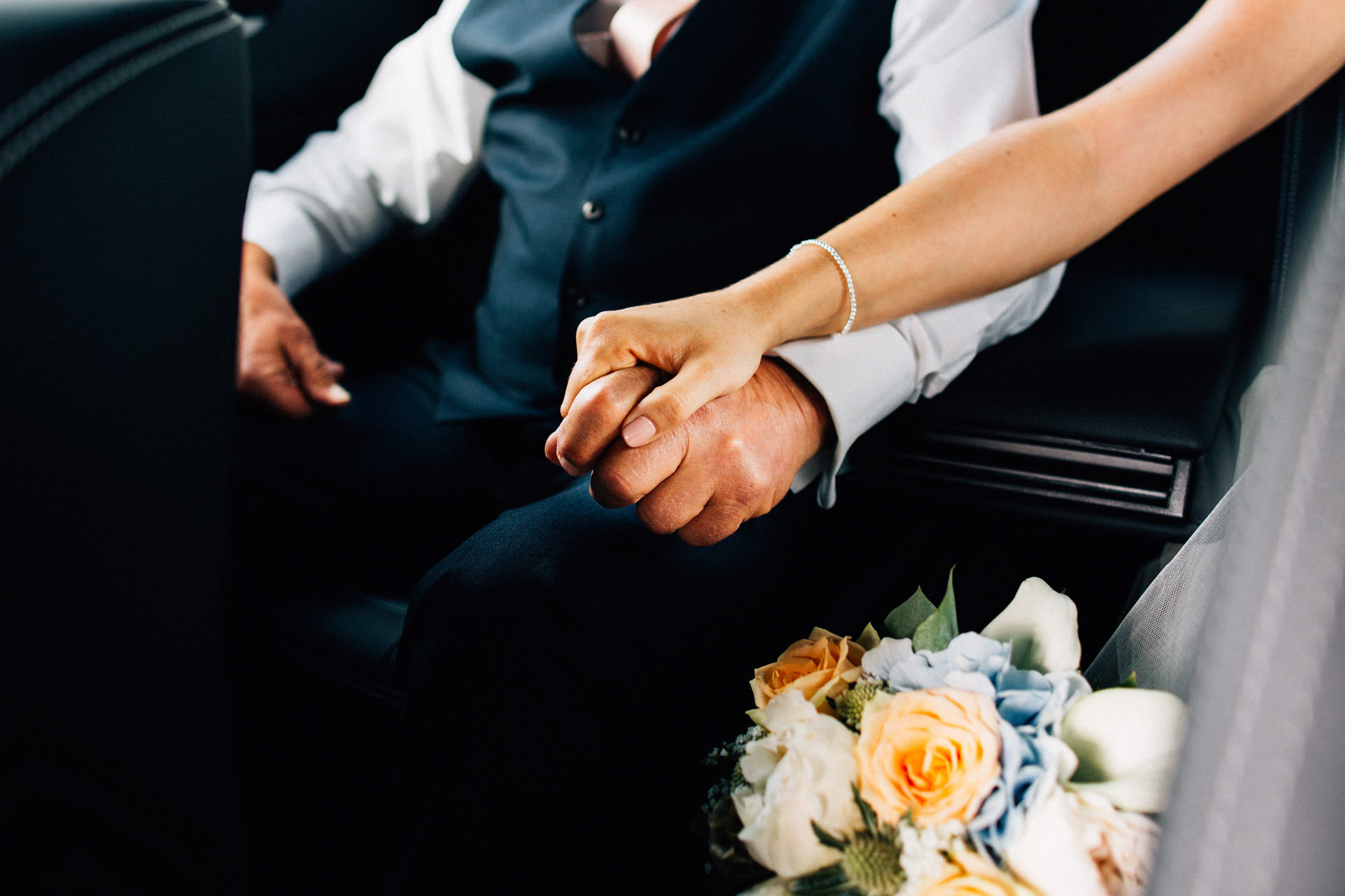 Best wedding photography 2016 - holding hands with dad in the car