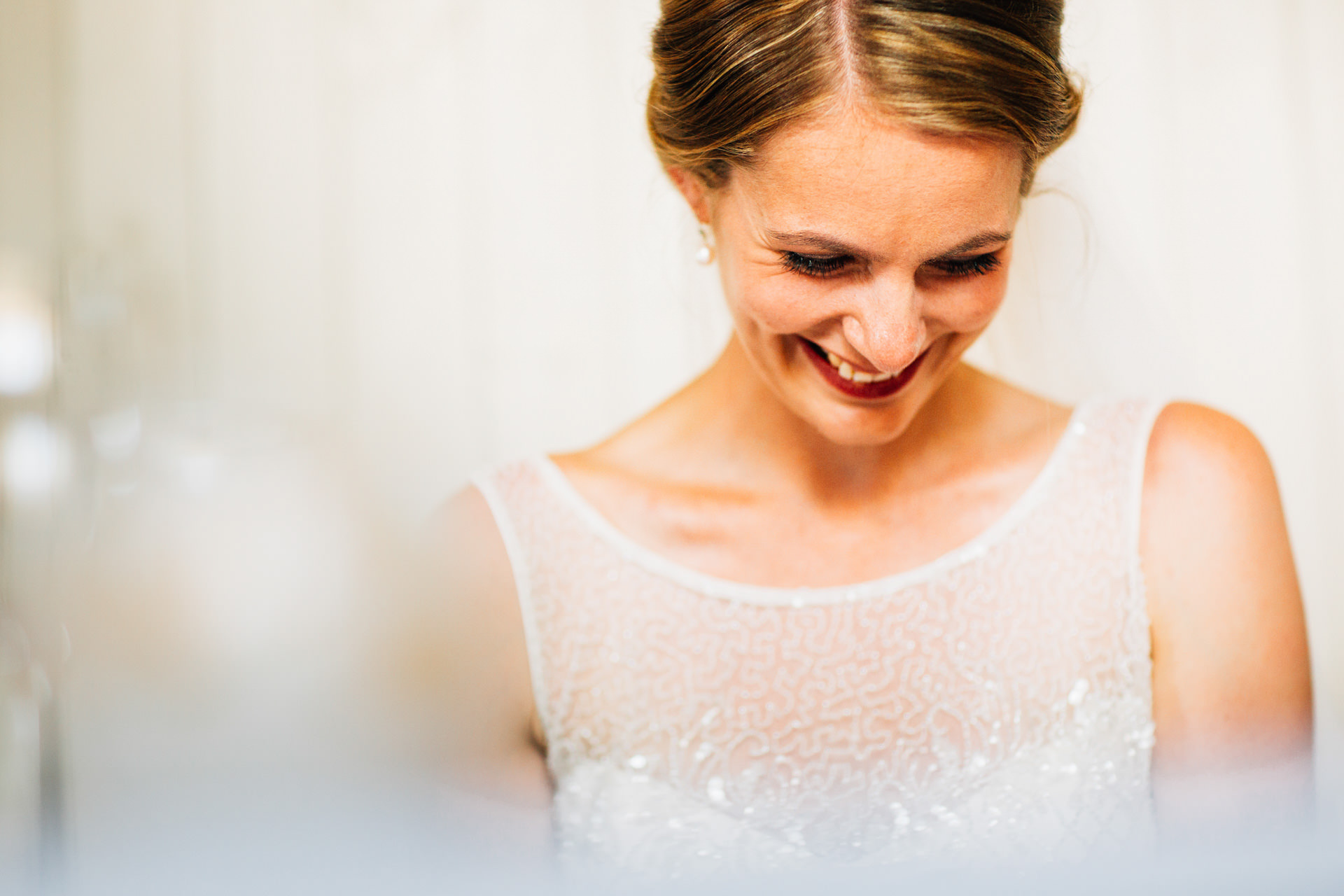 Best wedding photography 2016 - bride close up laughing