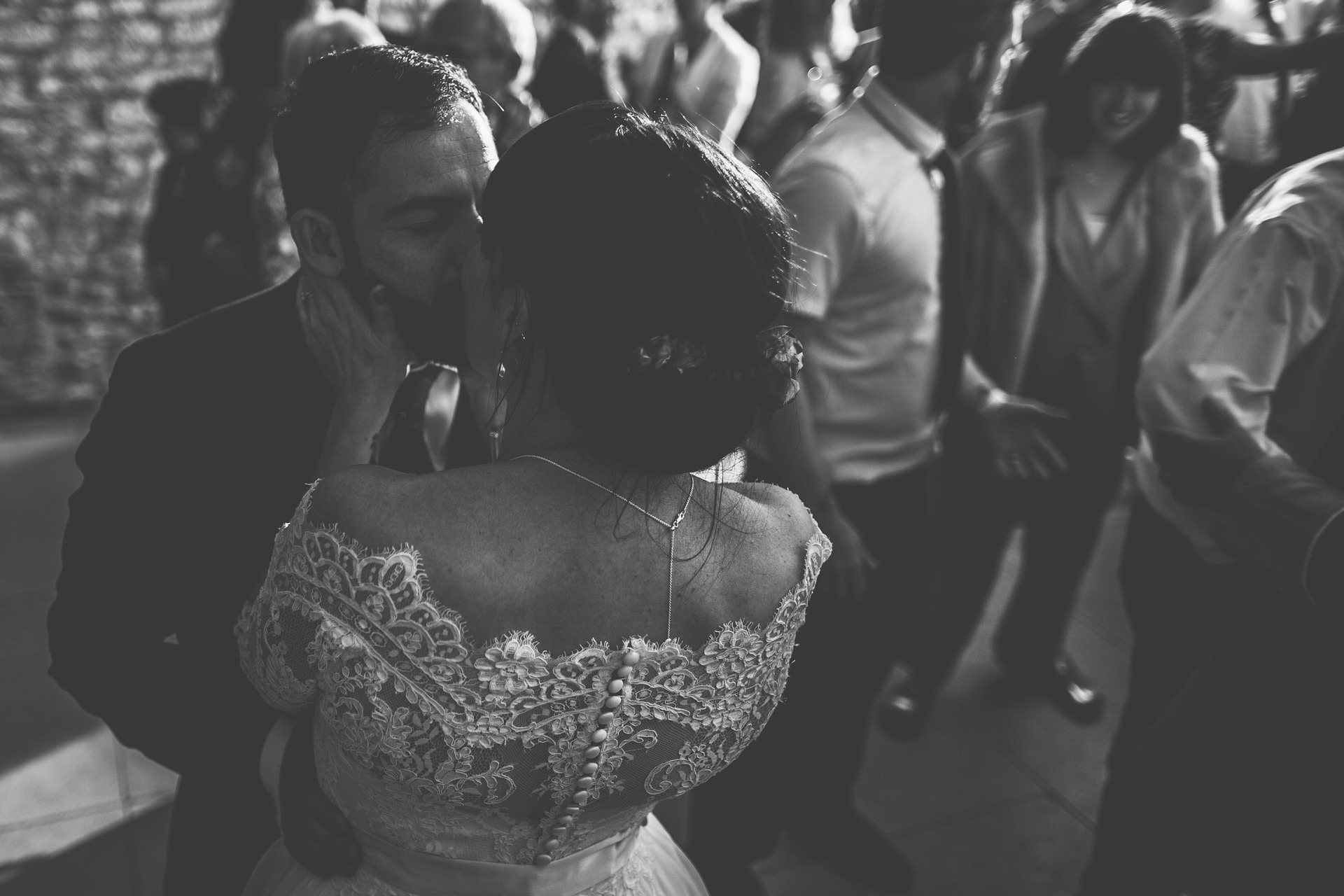 Best wedding photography 2016 - black and white dancing shot