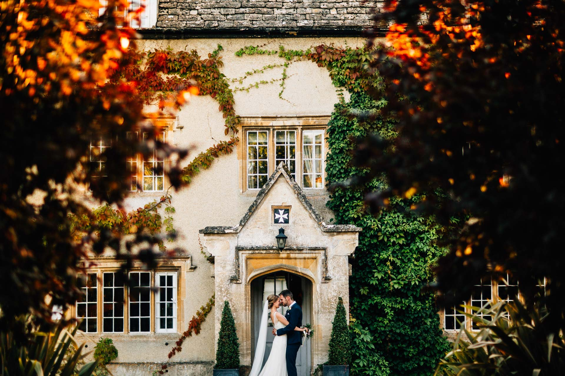 Best wedding photography 2016 - bride and groom outside impressive house