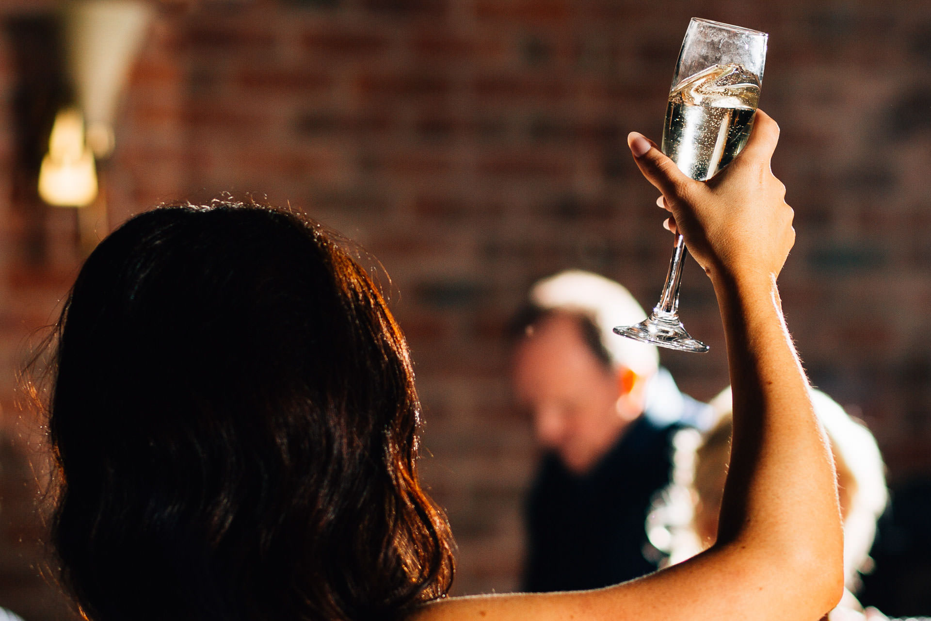 Best wedding photography 2016 - holding up champagne glass